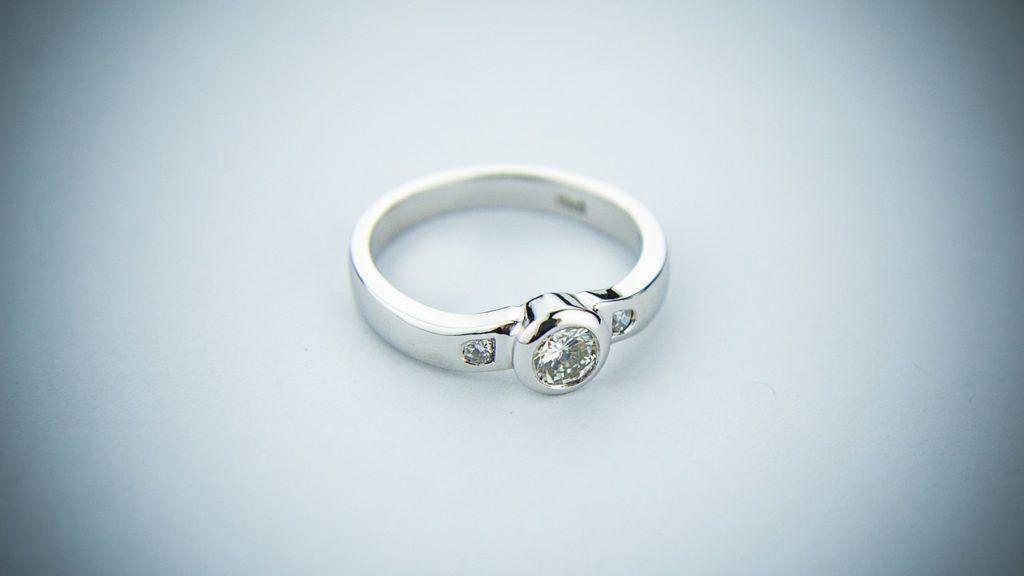 33a0d235cf91 Cómo saber si es oro blanco o plata un anillo - Pawn Shop