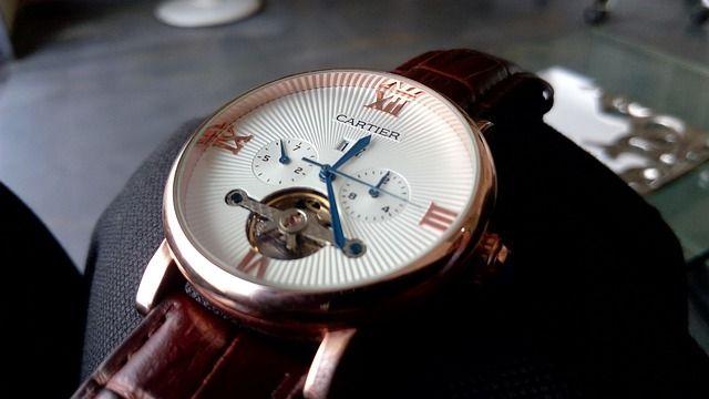 Reloj de lujo en una subasta